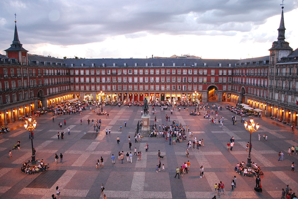 1024px-Plaza_Mayor_de_Madrid_06