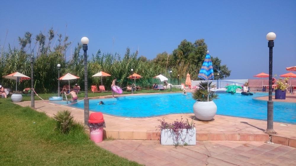 Plage et piscine à Platanès